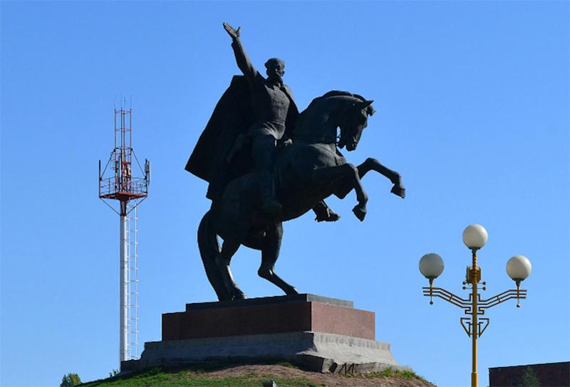 Памятник Оке Городовикову в Элисте реконструируют к майским праздникам
