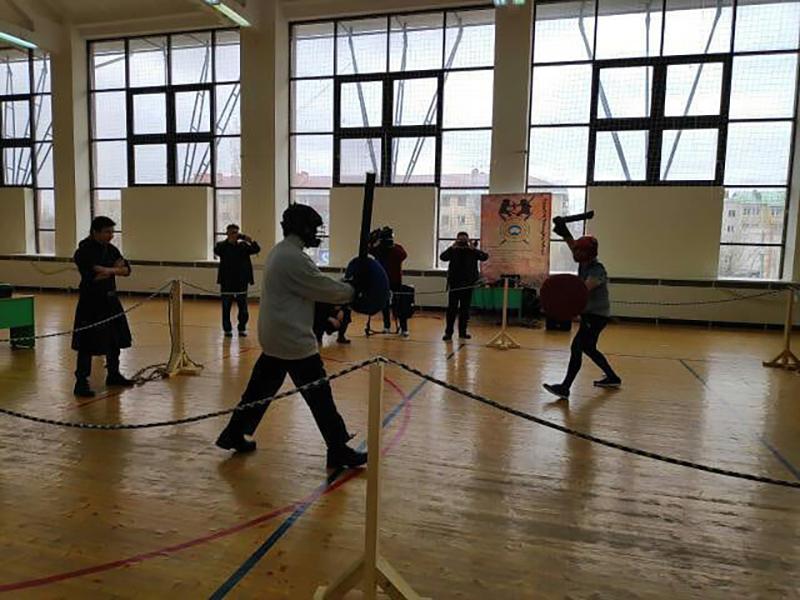 В Элисте проходит турнир по историческому фехтованию