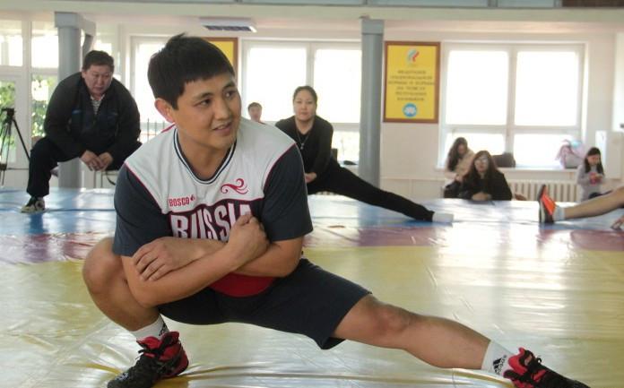 Заслуженный тренер России Басанг Боктаев сегодня проведет домашнюю онлайн-тренировку