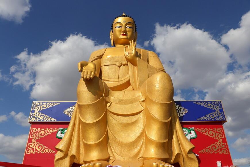 Глава Калмыкии поздравил буддистов с праздником Үрс Сар