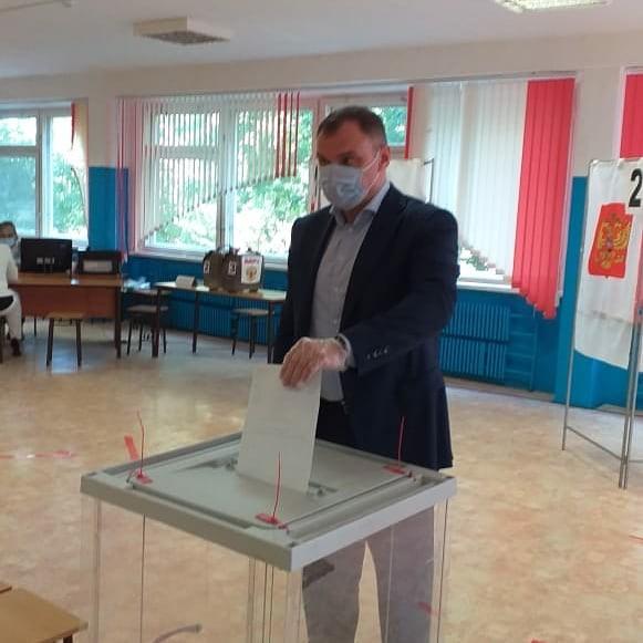 Председатель Правительства Калмыкии Юрий Зайцев принял участие в голосовании по поправкам в Конституцию