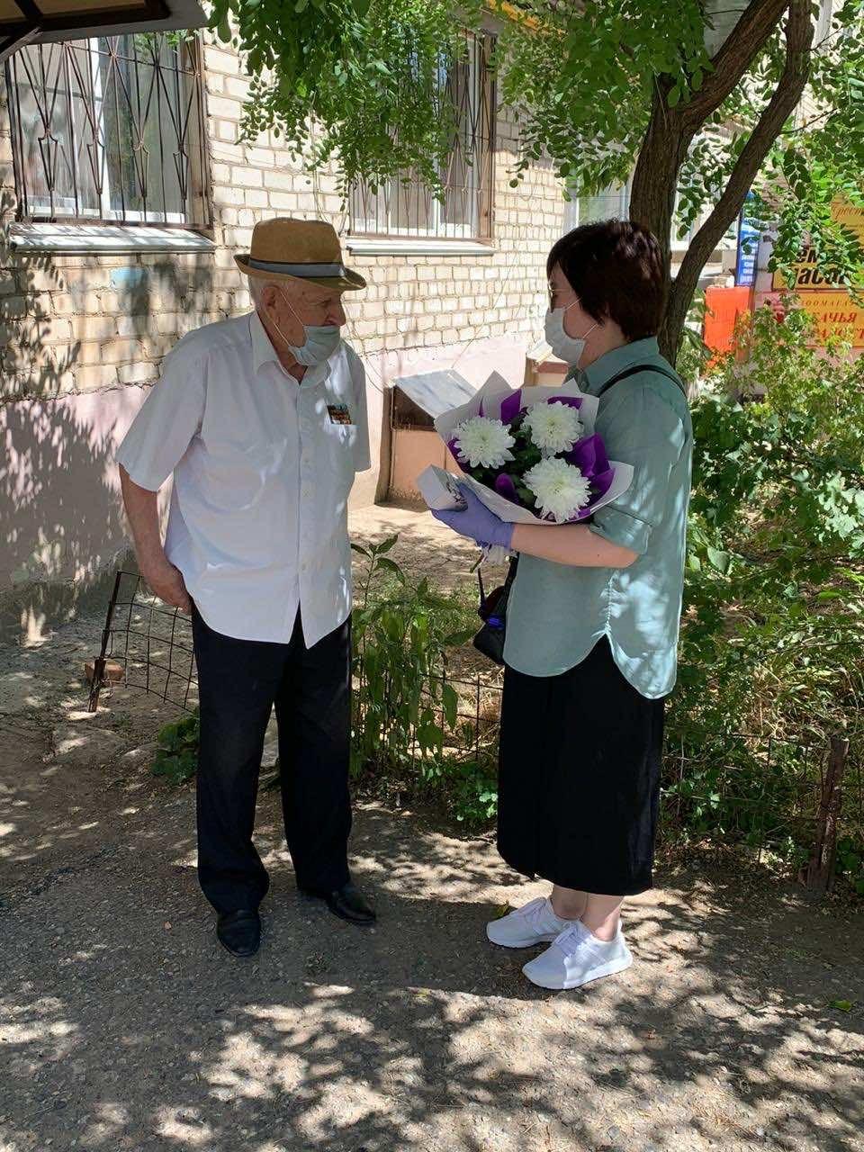 «Телефоны – фронтовикам». В рамках всероссийской акции мобильные устройства передали двум ветеранам