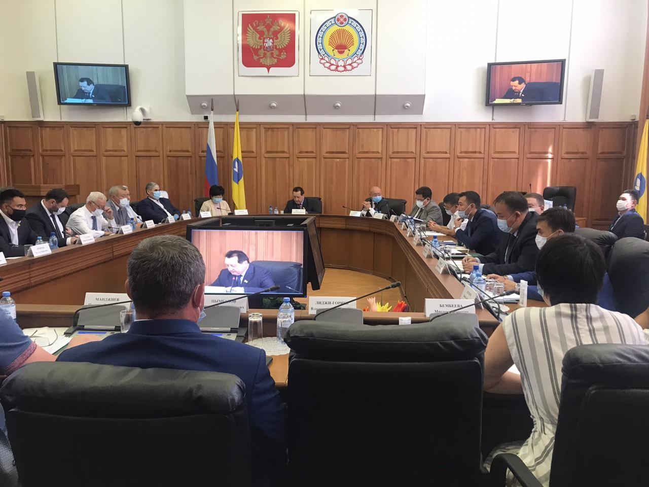 В Элисте состоялась очередная сессия Народного Хурала