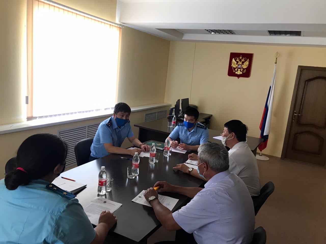 Заместитель прокурора республики провёл выездное совещание по факту заражения в Сарпинском интернате