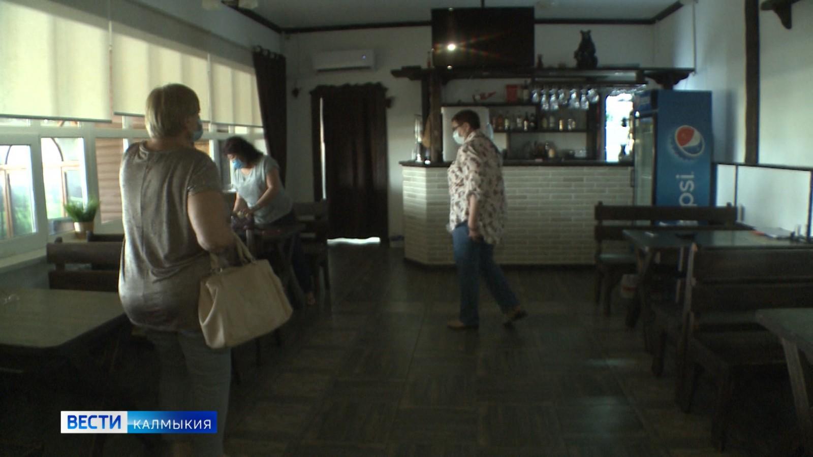 Предприятиям общественного питания все ещё запрещено принимать посетителей