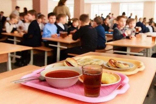 Президент России заявил о необходимости обеспечить учеников всех школ бесплатным питанием