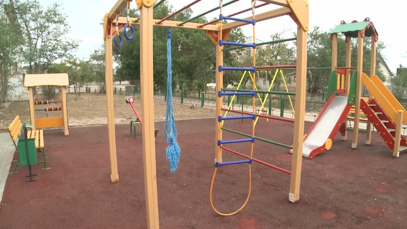 Новая детская площадка украсит поселок Комсомольский