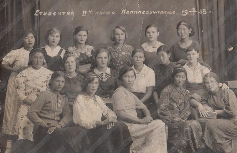Сегодня Элистинский педагогический колледж имени Харти Канукова отмечает 100-летний юбилей