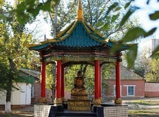 В Лагани завершаются работы по облагораживанию территории сквера у ротонды статуи Будды