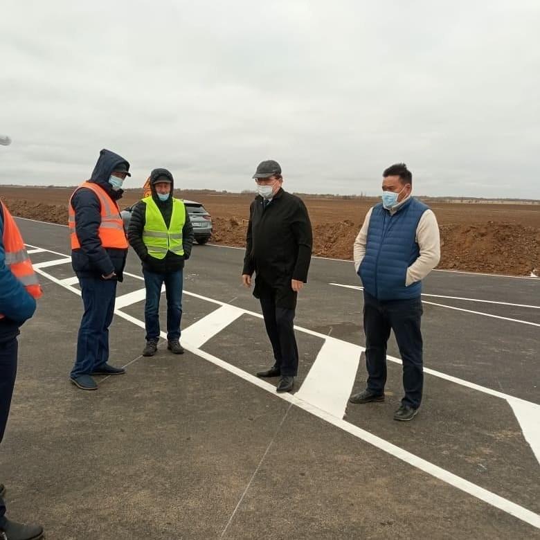 Профильный министр Виктор Джанжиев проинспектировал ход строительства дороги к селу Красный Партизан