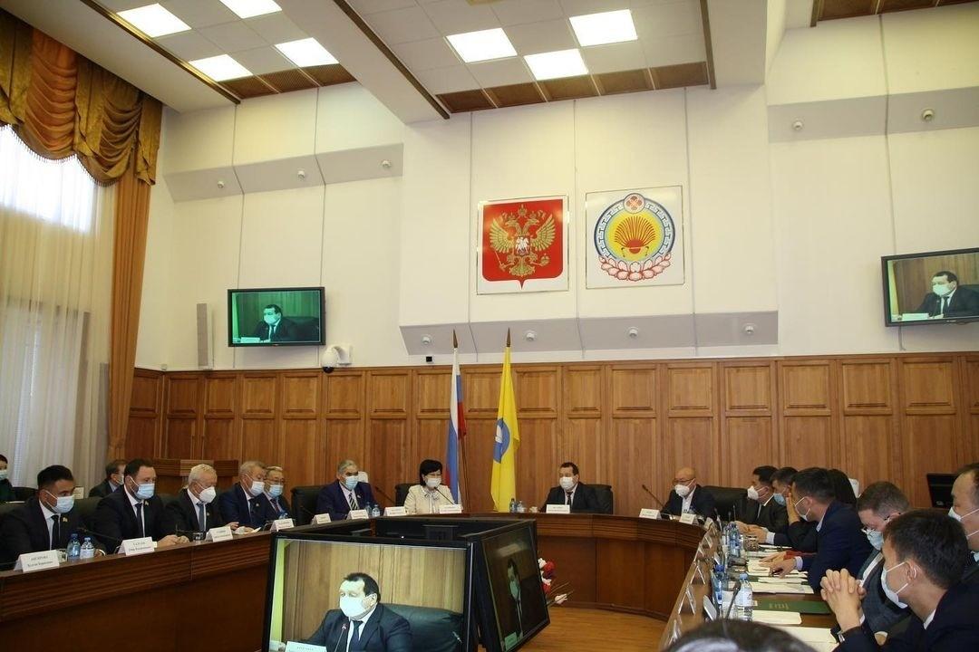 Завершила работу 19 сессия Народного хурала