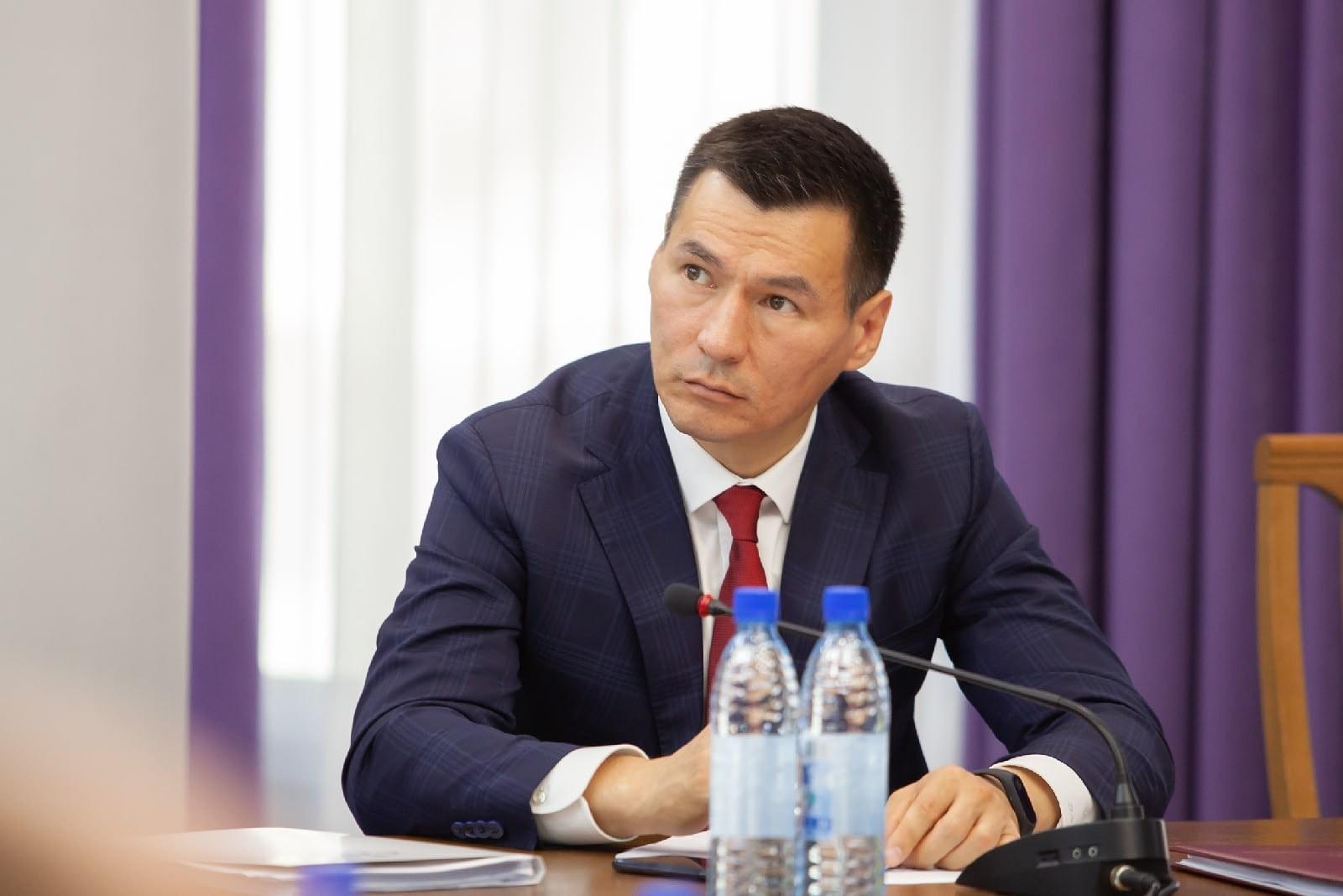 Глава Калмыкии вошёл в десятку самых популярных действующих руководителей субъектов страны