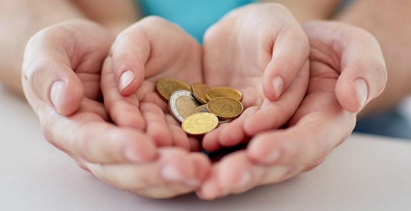 С сегодняшнего дня начинается зачисление выплат за январь на счета получателей