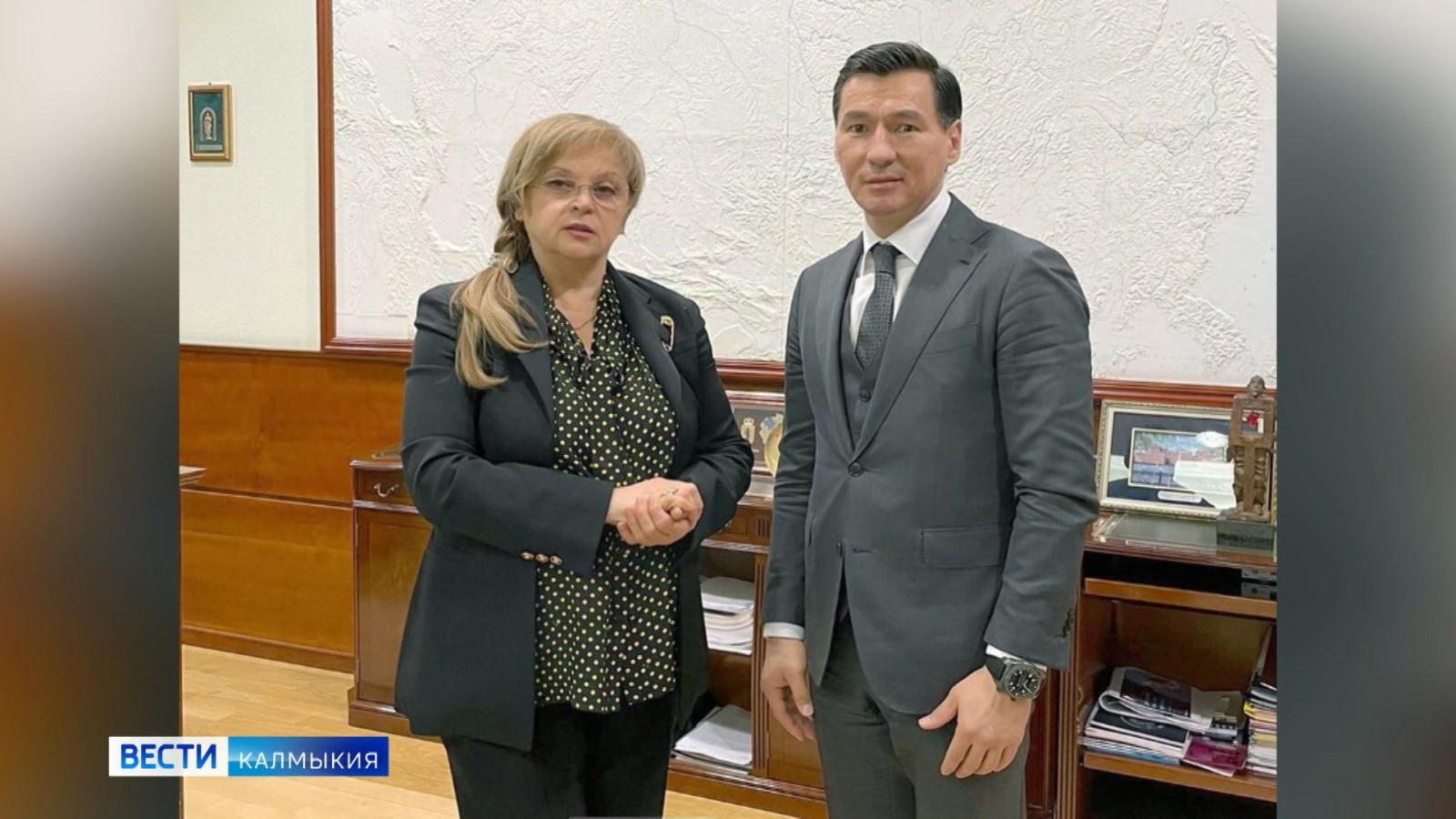 Глава республики обсудил вопросы развития электоральной системы в Калмыкии
