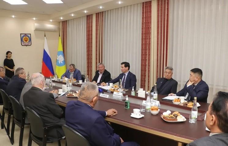 Глава Калмыкии Бату Хасиков: «Мнение старейшин важно для меня, и я благодарен за их ценные советы и предложения»