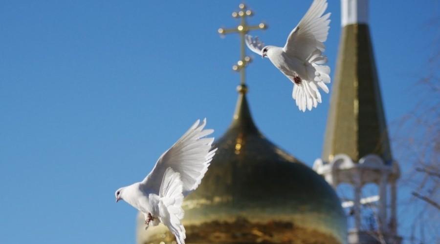 Православные христиане отмечают один из двенадцати главных праздников - Благовещение