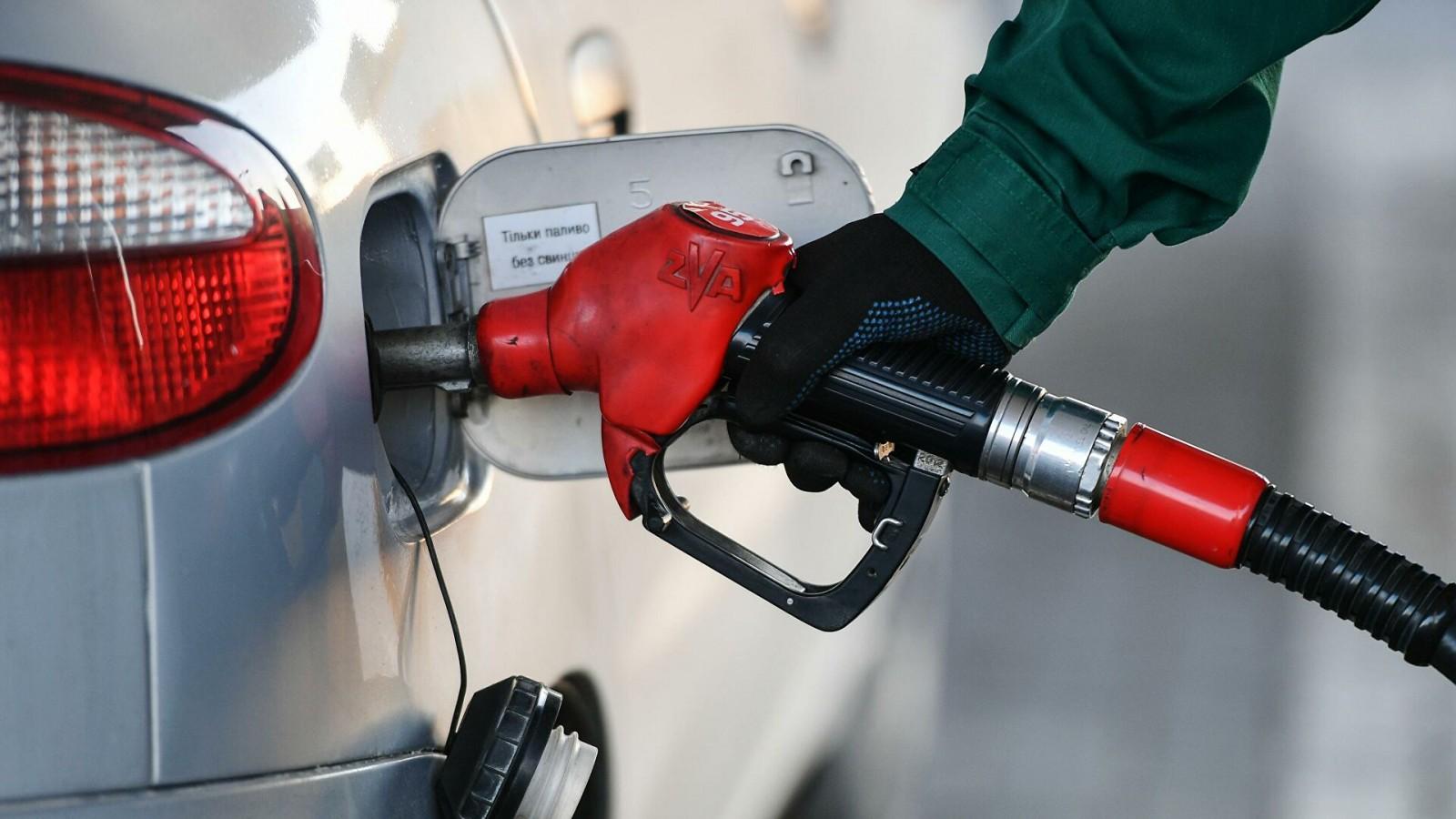 ФАС  выдала предупреждение одной из нефтяных компаний о снижении розничных цен на бензин