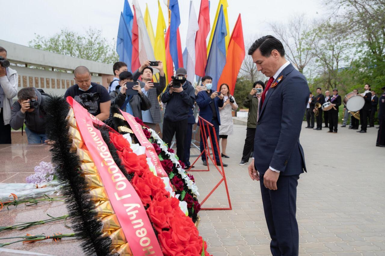 Глава Калмыкии Бату Хасиков: «Сегодня мы с гордостью и благодарностью вспоминаем великий подвиг наших предков, которые защитили нашу Родину и наше будущее»