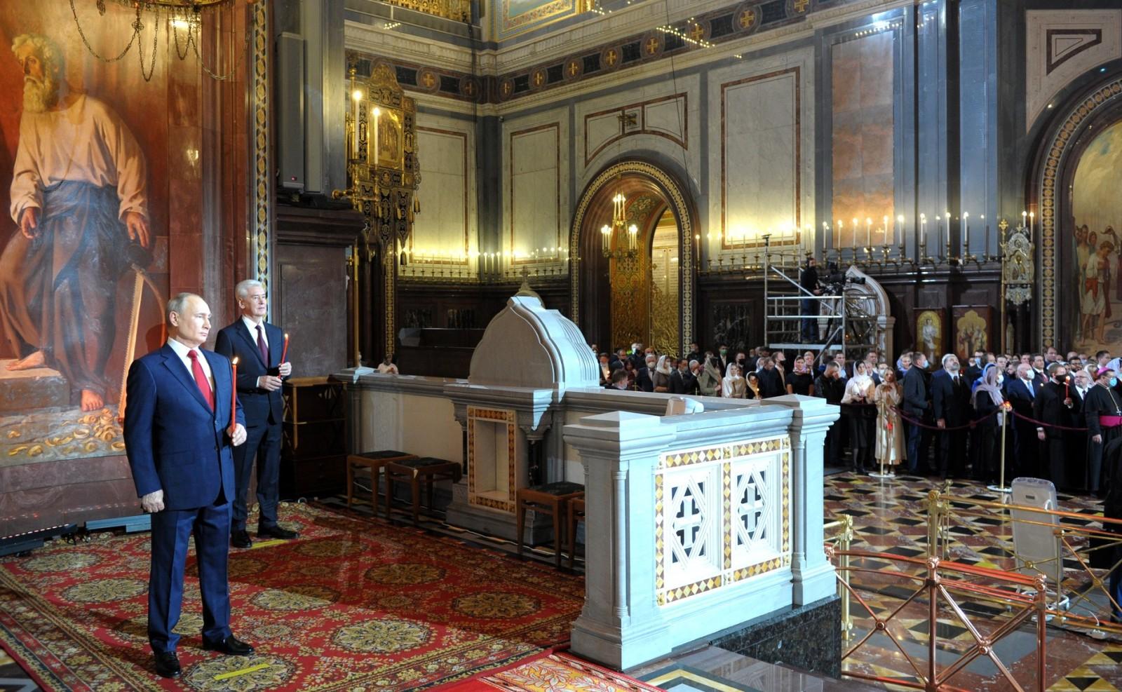 Президент страны Владимир Путин поздравил православных верующих со Светлым Христовым Воскресением