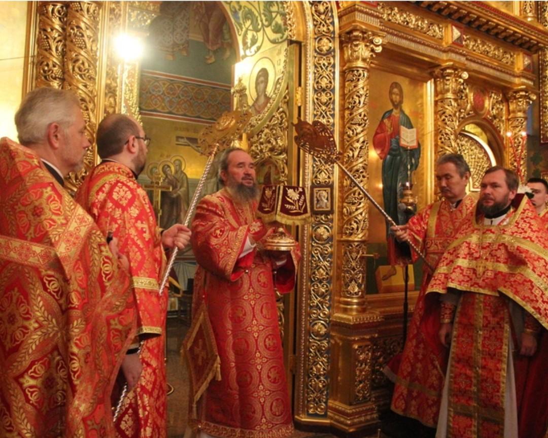 Архиепископ Элистинский и Калмыцкий Юстиниан поздравил верующих с праздником Светлой Пасхи