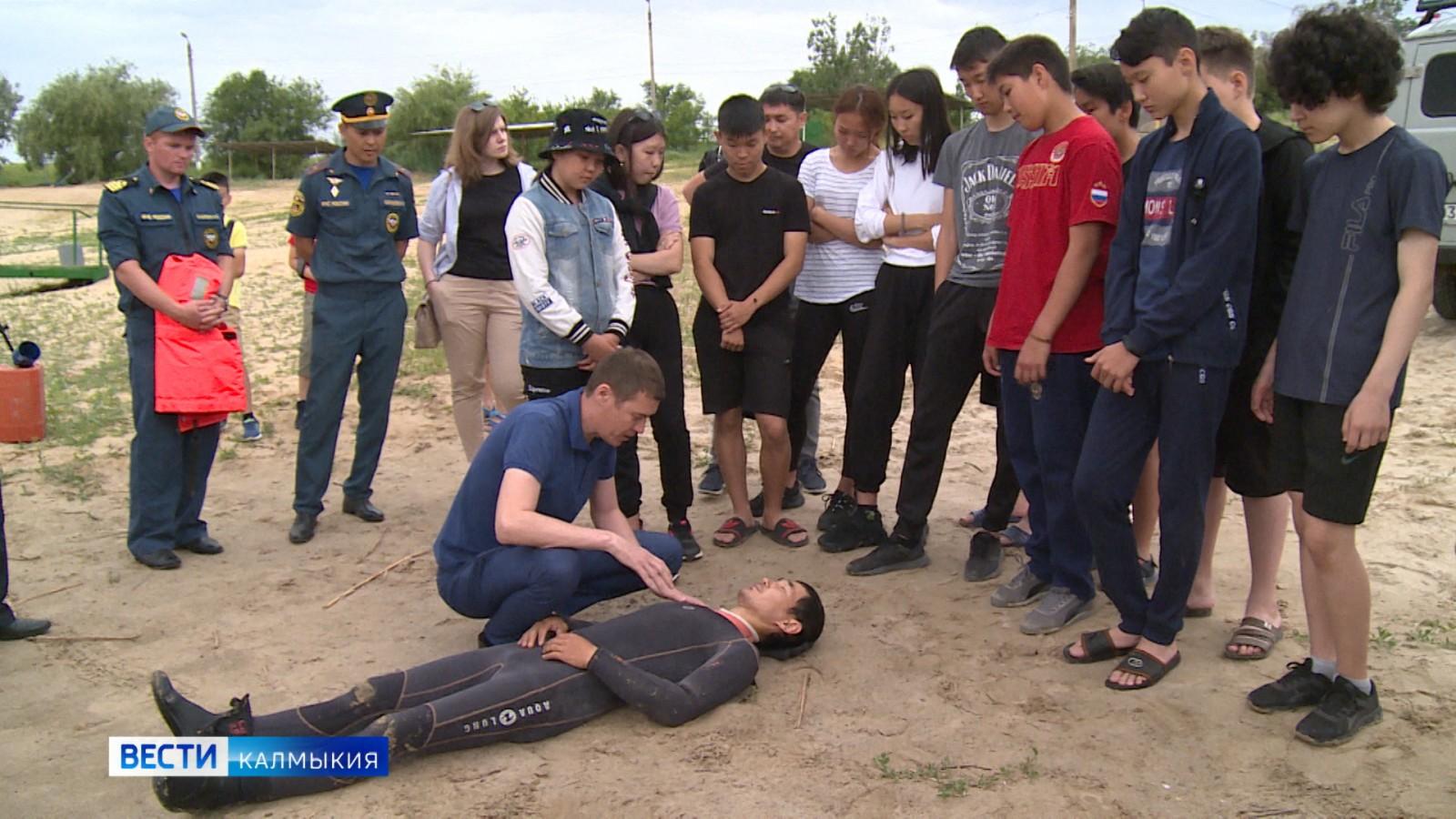 Элистинские школьники получили навыки оказания скорой помощи