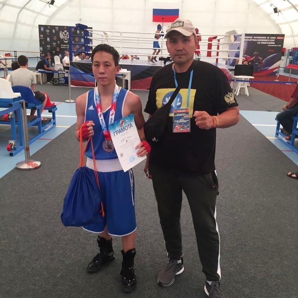 Калмыцкий боксер завоевал бронзовую медаль на мастерском турнире класса «А» в Сочи среди юниоров
