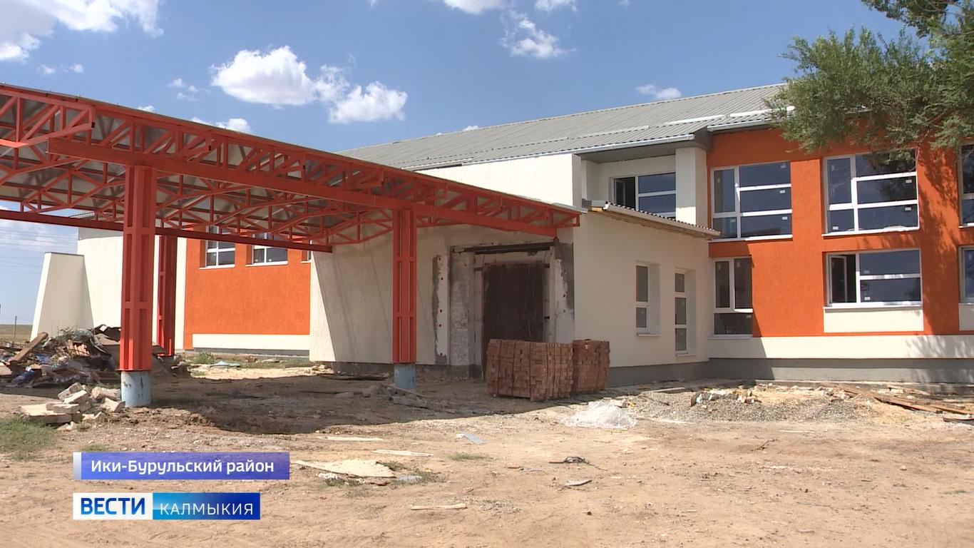 В доме культуры поселка Бага-Бурул продолжается капитальный ремонт