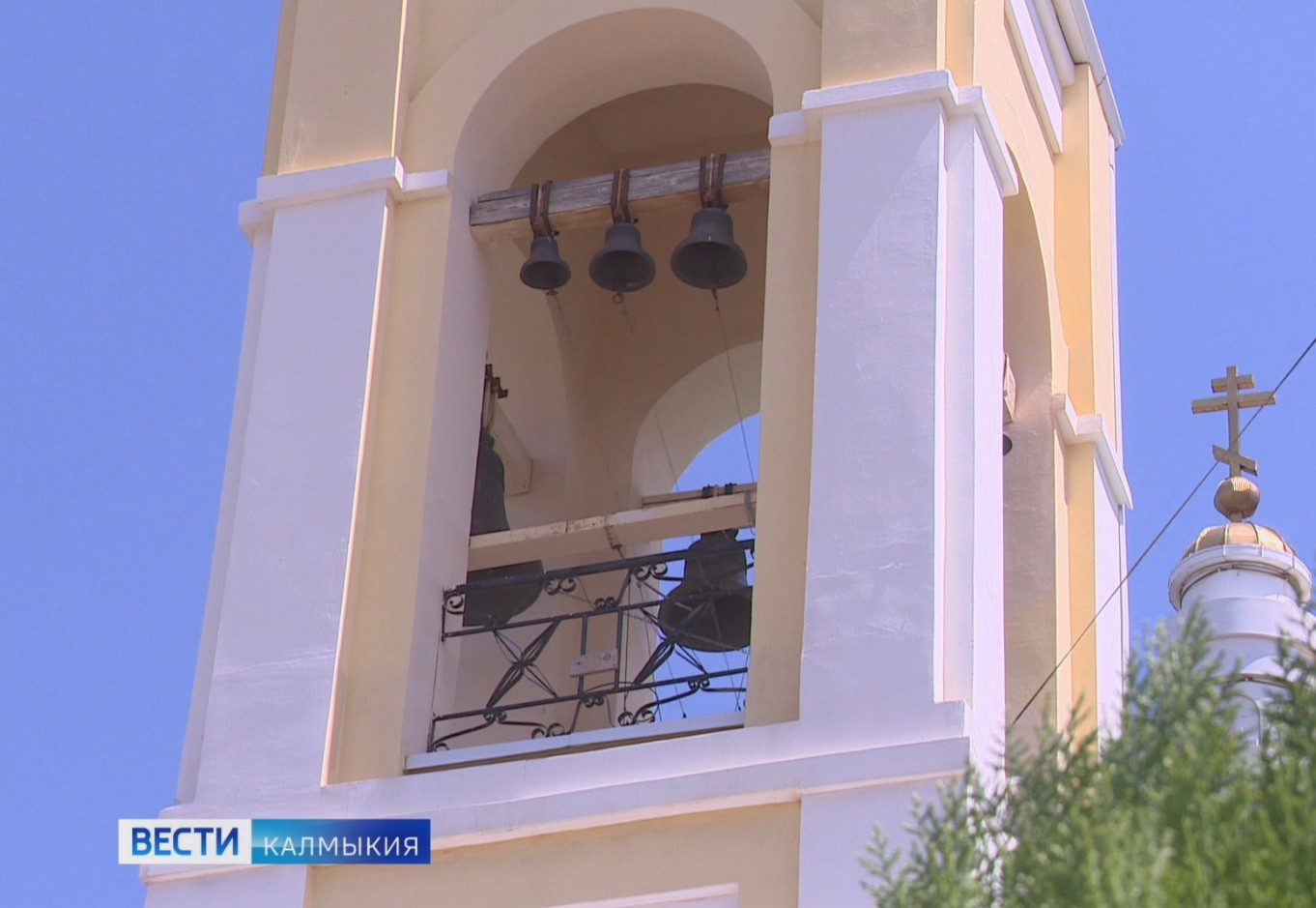 Перезвон колоколов объединил сегодня все православные храмы