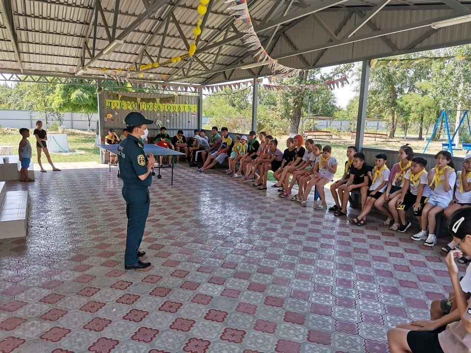 Сотрудники МЧС провели необычный урок в оздоровительном лагере «Березка»