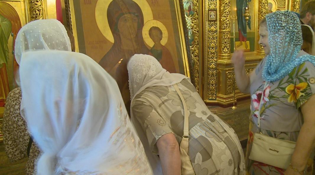 День явления иконы Божией Матери в Казани празднуют в Калмыкии