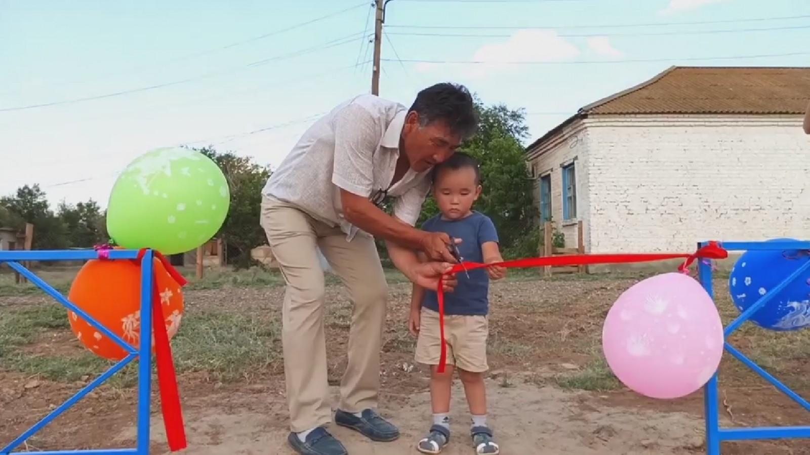 В посёлке Ики-Бухус в Малодербетовском районе открыли новую площадку
