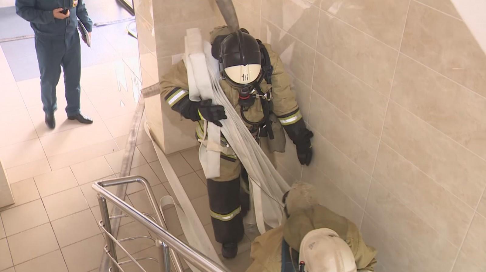 В Элистинской детской поликлинике провели пожарно-тактические учения
