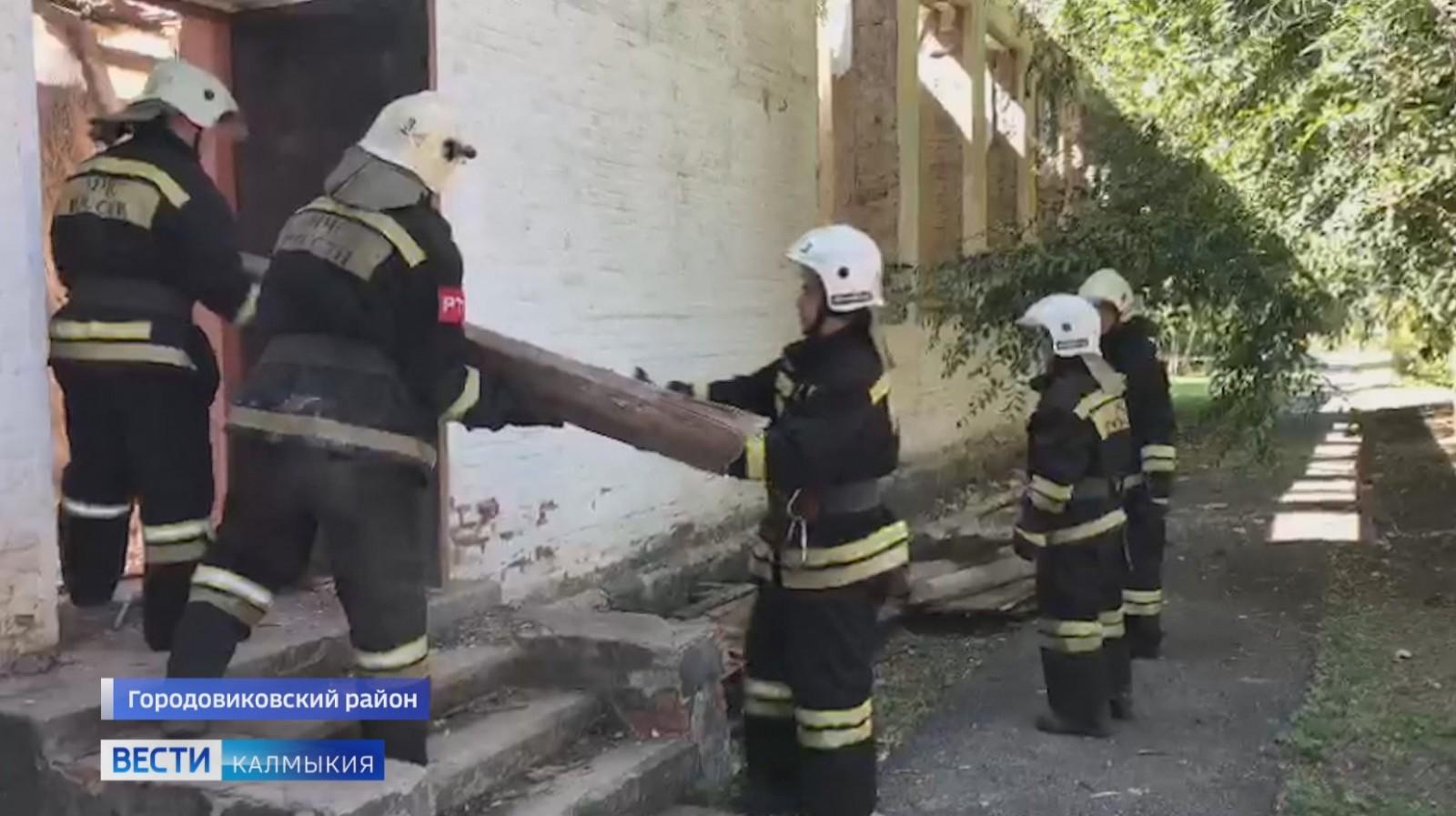 Прокуратура Калмыкии проводит процессуальную проверку по факту обрушения кровли в Городовиковске