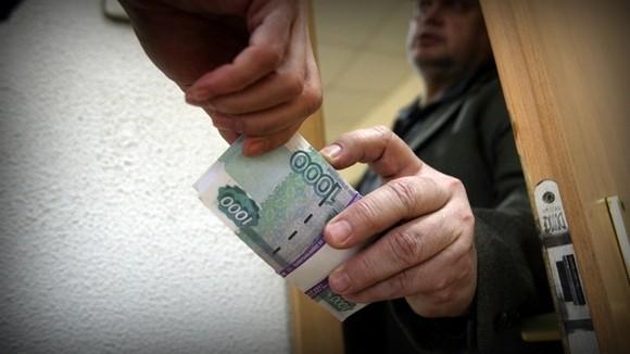 Сотрудник исправительной колонии №1 обвиняется в получении взятки