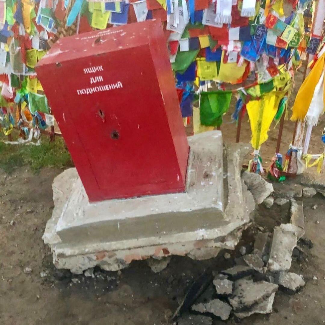 По факту покушения на кражу ящика для пожертвований у Одинокого тополя возбуждено уголовное дело