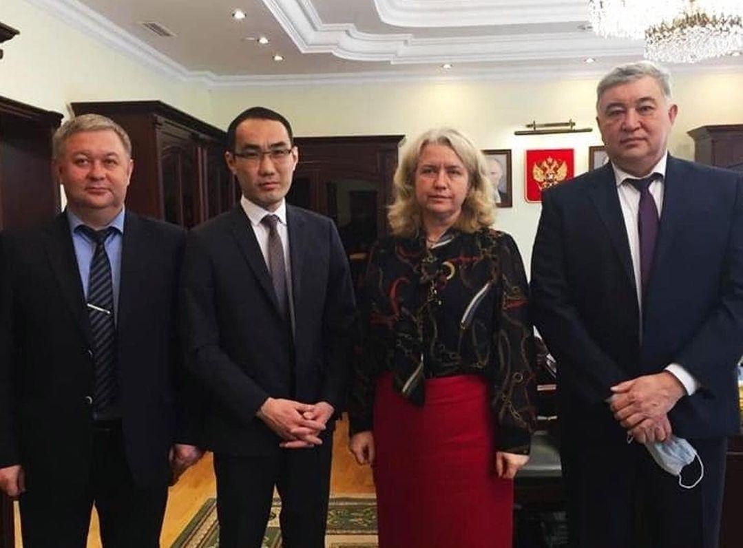 В столице страны обсудили вопросы обеспечения организаций Калмыкии, работающих в системе обязательного медстрахования
